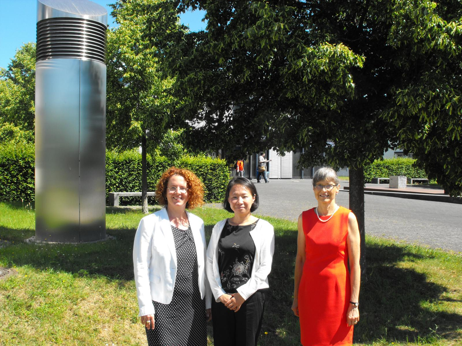 Ruth Boekle, Yumiko Soulier and Barbara Jörg are impressed by the Environmental Campus.
